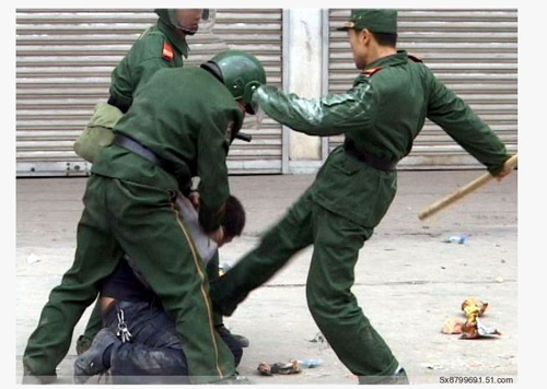 China-cops-beat-down[2]